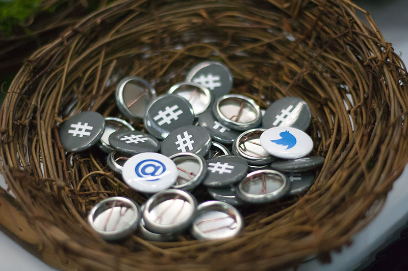 File:Twitter Buttons at OSCON.jpg