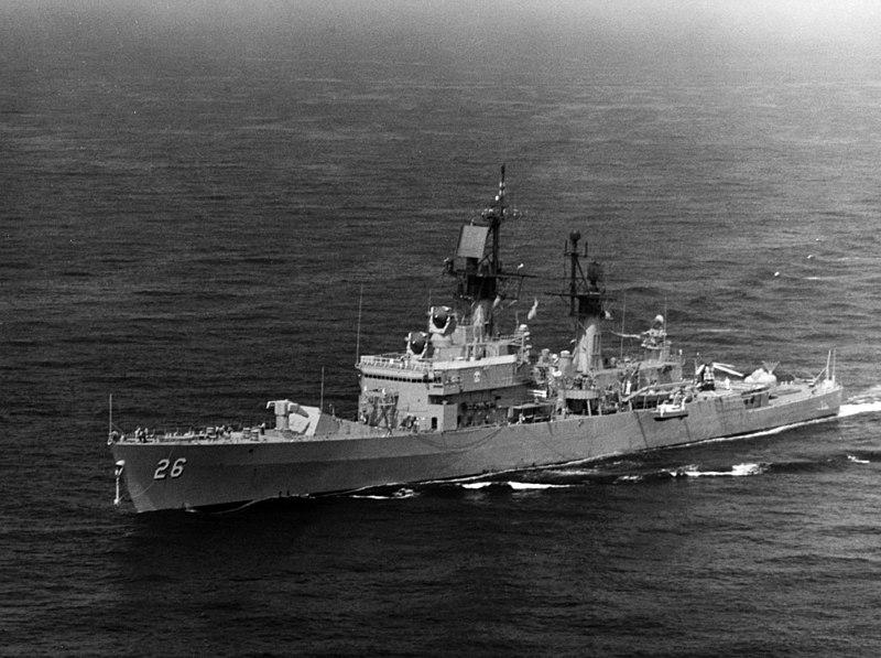 File:USS Belknap (DLG-26) underway in 1973.jpg