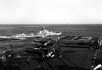 HMS Urchin (R99) - Image: USS Randolph (CV 15) and HMS Urchin (D28) off Japan 1945