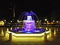 Una de las cuatro fuentes pequeñas de la plaza.jpg
