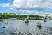 Uncertainty Fountain at Upper Garden of Peterhof.jpg