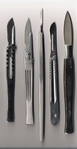 Various scalpels.png