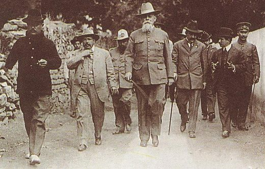 "Governor of Coahuila Venustiano Carranza, (center), the tall and distinguished looking ""First Chief"" of the Constitutionalist forces in northern Mexico opposing Huerta's regime. General Alvaro Obregon (left) shown with a cigar in his left hand and his right arm missing, lost in the Battle of Leon in 1915. Venustiano Carranza en La Canada, Queretaro.JPG"