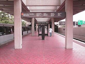 Vienna station (Washington Metro) - Image: Vienna Metro platform