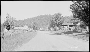 Pine View, Tennessee - Pine View in 1940 with an Esso gasoline station