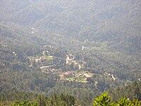 Village de Rezza vu depuis le sentier montant à la Salincaccia (photographie prise vers le Sud).jpg