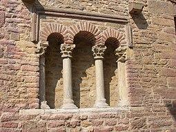 Vista exterior - Iglesia de San Tirso, Oviedo.jpg