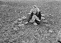 Voorjaar meisje temidden van sneeuwklokjes, Bestanddeelnr 904-4376.jpg