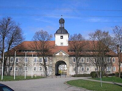 Vorderhaus Schloss Gebesee.JPG