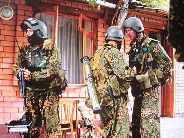 https://upload.wikimedia.org/wikipedia/commons/thumb/9/92/Vympelgruppa_FSB,_Beslan.jpeg/640px-Vympelgruppa_FSB,_Beslan.jpeg