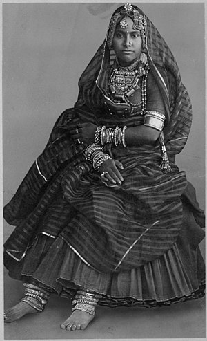 Woman wearing court dress and Indian jewelry LCCN2001705685.jpg