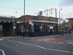 Wood Street railway station - Image: Wood Street stn entrance