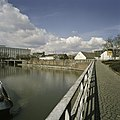 Zicht op de fabriek met omgeving, op de voorgrond Het Bassin, de haven - Maastricht - 20386029 - RCE.jpg