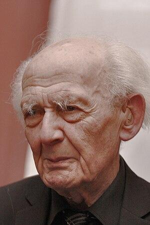 Polski: Zygmunt Bauman podczas uroczystości wr...