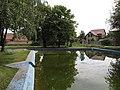 Černiv, požární rybník a děti.JPG