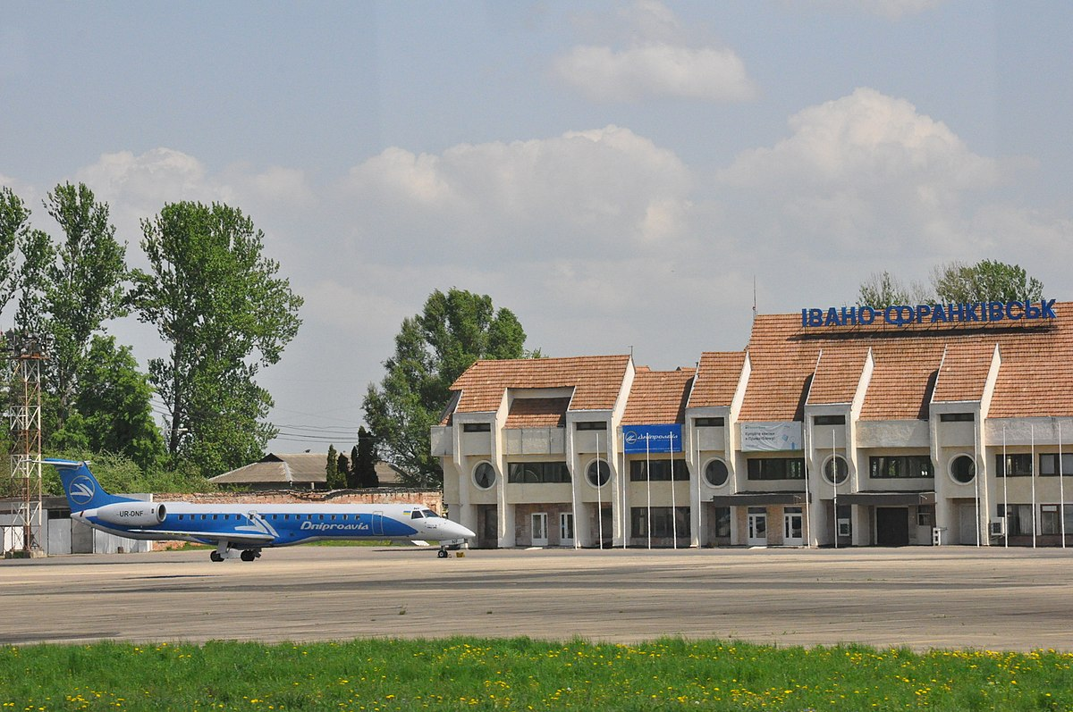 Через аварійний стан трансформаторів, свою роботу може припинити франківський аеропорт та ряд стратегічних підприємств міста: 5 тисяч мешканців можуть залишитись без енергопостачання