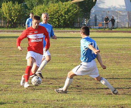 Exhibition game of veterans of FC Spartak Moscow against Team of Severodvinsk in Russia Dribling Valeriia Kechinova.JPG