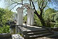 Каменные арки подвесного мостика.jpg