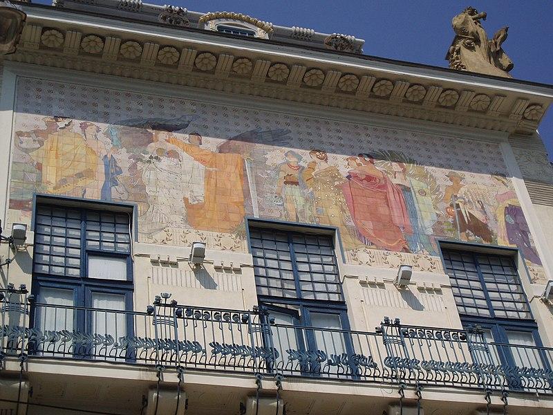 Файл: Майолікове панно на будинку художнього музею Чернівці.JPG