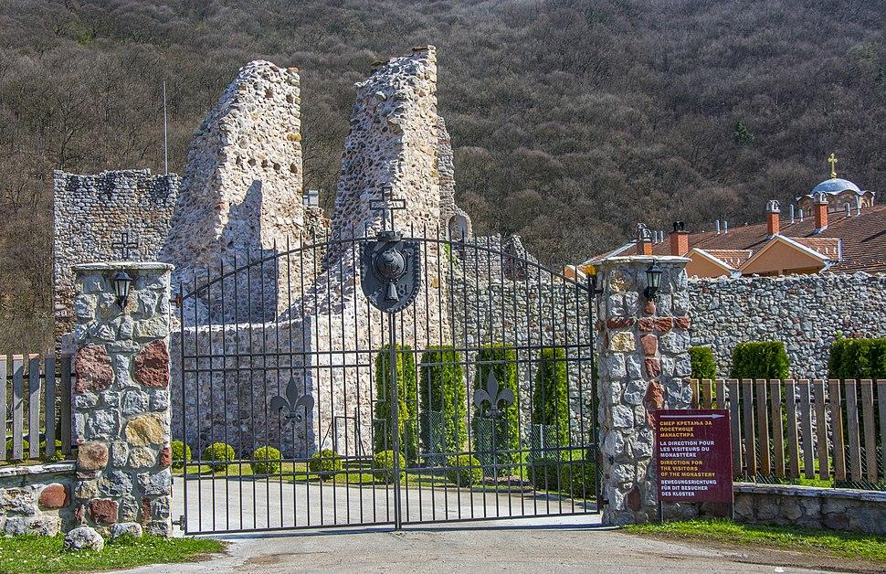 Манастир Раваница капија