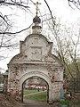 Россия, Нижегородская область, Балахна, ворота на кладбище с церковью Троицкой, 10-19 09.05.2006 - panoramio.jpg
