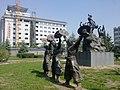 广场上的锣鼓雕塑3 - panoramio.jpg