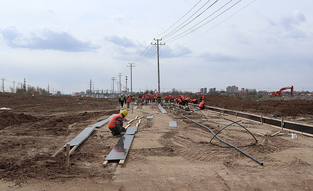 Construction workers at a site near Xiong'an Citizen Service Centre. Photo credit: Wikimedia Commons