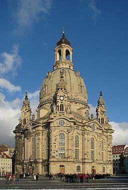 100130 150006 Dresden Frauenkirche winter blue sky-2