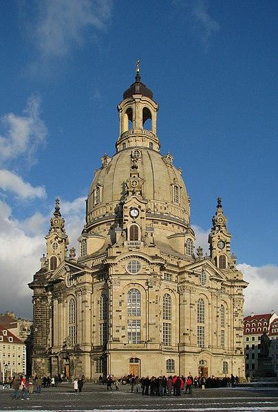 Plik:100130 150006 Dresden Frauenkirche winter blue sky-2.jpg