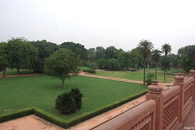 101-Humayun-Tomb-gardens.JPG