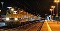 110 383 mit dem DPF 348 am Bahnhof von Dillenburg an der Dillstrecke.jpg