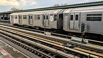 BMT Jamaica Line - 111th Street, the only station on the Jamaica Line east of Broadway Junction with three tracks