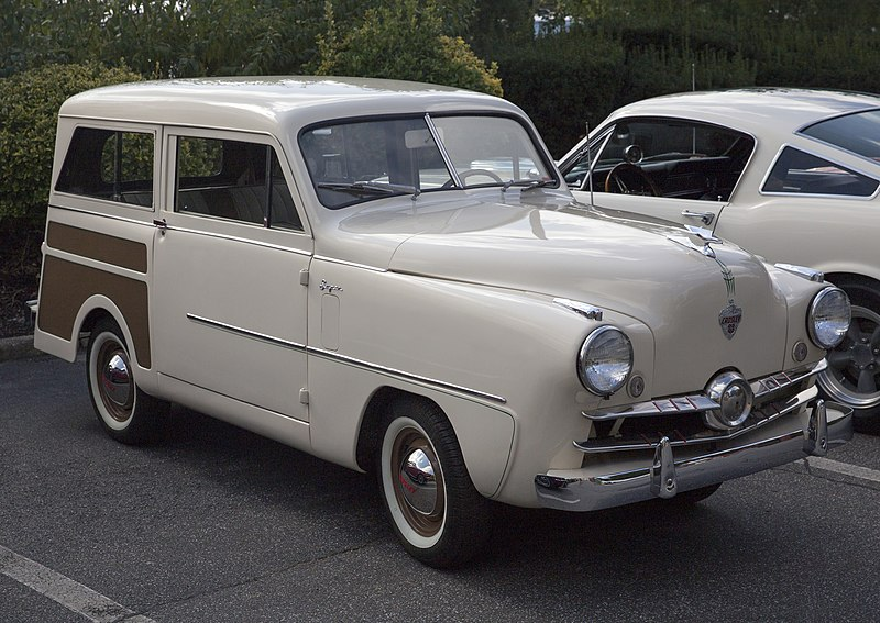 File:1951 Crosley CD Super Station Wagon in Cream and Brown, front right.jpg