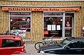 2014-04-22 An der Lutherkirche 7, Hannover-Nordstadt, Fleischerei Gerhard Rohde, Inh. D. Jeske, Schaufenster kurz vor endgültiger Schließung Einzelhandel Fachbetrieb.jpg