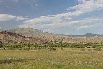 Arpi, Armenia - Image: 2014 Prowincja Wajoc Dzor, Krajobrazy widziane z drogi M2, Widoki okolic Arpi (01)
