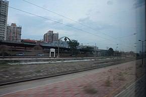 201606 Z9 passes Fengtai Railway Station.jpg