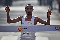 20170409 Abdi Nageeye finisht als snelste Nederlander bij de Marathon van Rotterdam.jpg