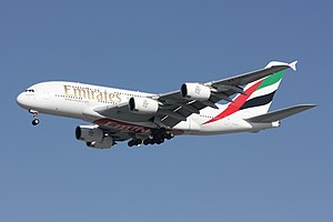 English: Airbus A380 on final approach to Runw...
