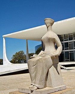 A Justiça escultura BSB 08 2005 24v.jpg