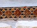 Abbaye de Marmoutier, fouilles archeologiques, détail céramique aigle.JPG