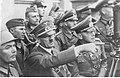 Adolf Hitler wśród żołnierzy podczas walk o Warszawę. (2-10).jpg