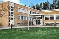Aikuiskoulutusosasto ja oppisopimustoimiston pääsisäänkäynti Karkun Voimarinteellä..jpg