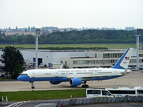 Air Force Two taxiing at Paris Orly.jpg