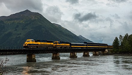 An Alaska Railroad locomotive over a bridge in Girdwood approaching Anchorage (2007) Alaska Railroad, Girdwood, Alaska, Estados Unidos, 2017-08-31, DD 40.jpg