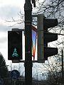 Ampel mit reflektierendem Verkehrszeichen 205 in Gundelfingen.jpg