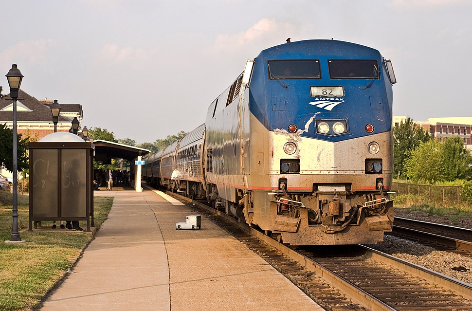 Amtrak 82 at Alexandria Union Station in 2007