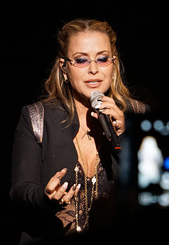 Anastacia durante il Resurrection World Tour nel 2015.