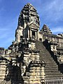 Angkor Wat tower.jpg