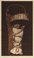 EDWARD SHERIFF CURTIS LE PHOTOGRAPHE DES AMÉRINDIENS 139px-Apache_Babe%2C_1903