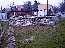 Aquincum cella trichora1.JPG